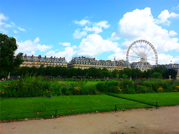 Ferris wheel in the Jardin des Tuileries. Paris, France.