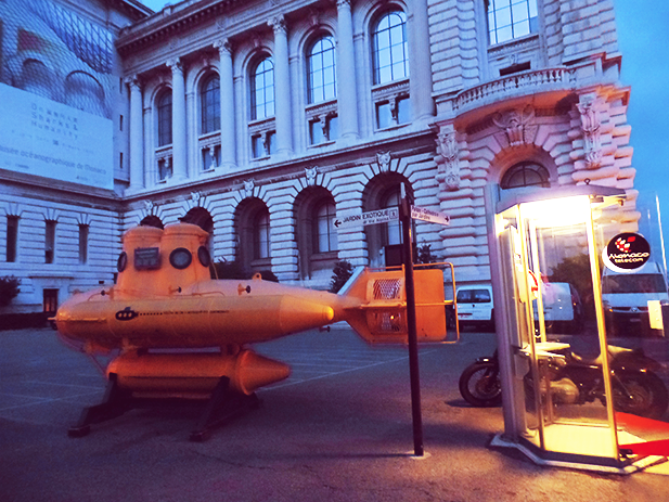 Little yellow submarine outside the Musée Océanographique