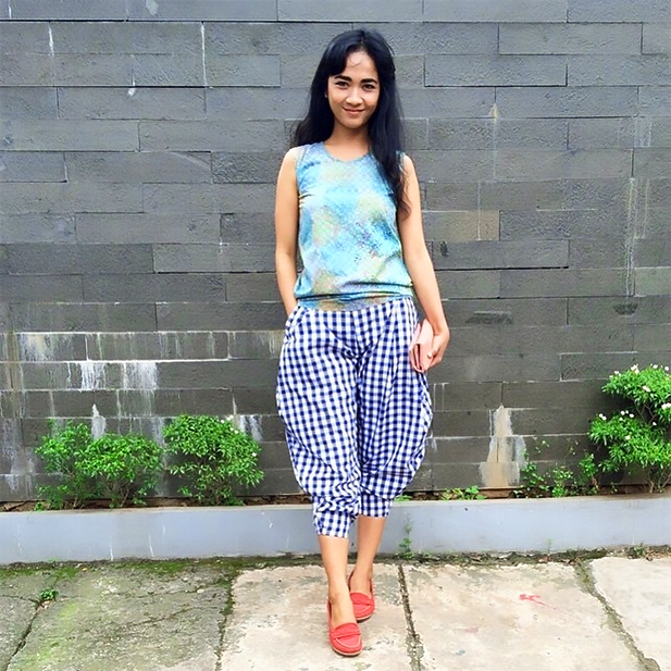 Cultural mashup: Indonesian batik shirt meets Scottish tartan pants. Photo credit: Tumblr